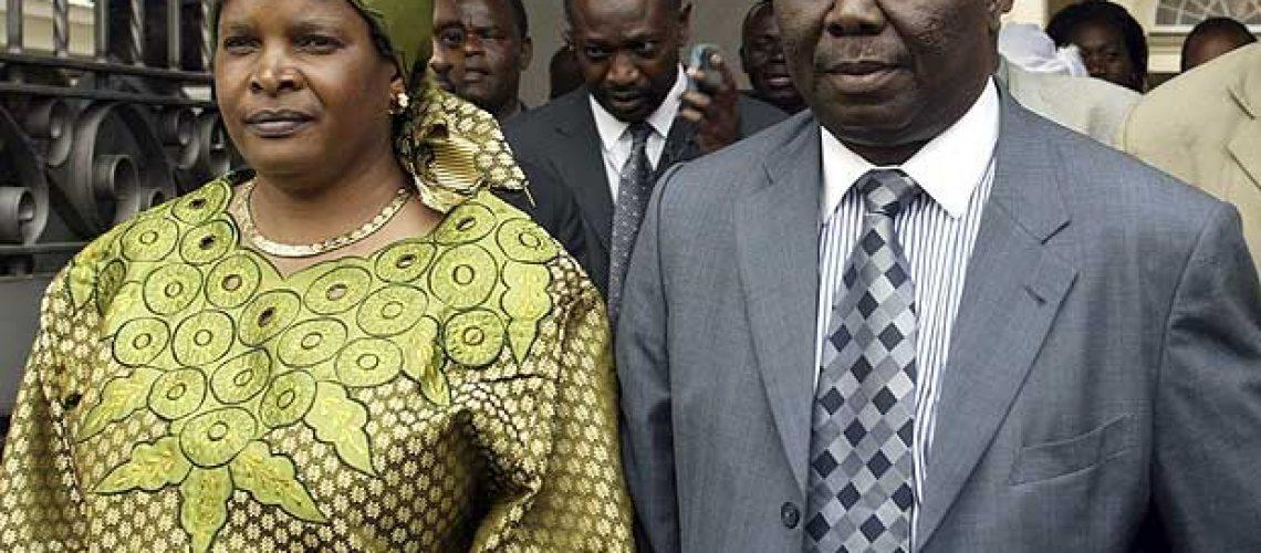 Esposa do primeiro ministro do Zimbábwe morre em acidente de carro