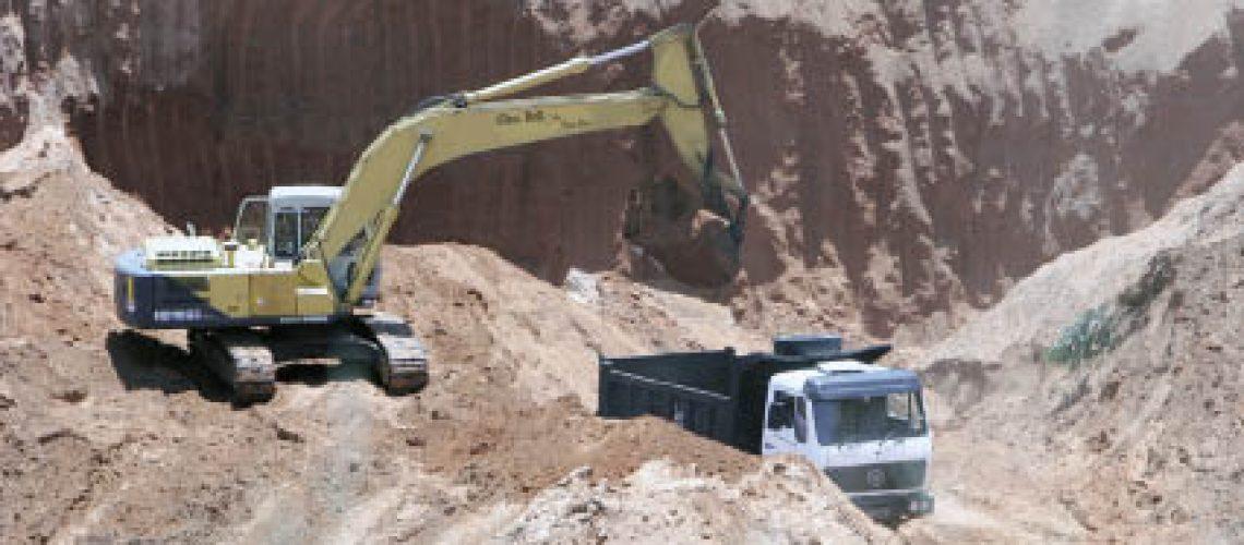 Extracção e expropriação de areia ganham proporções alarmantes