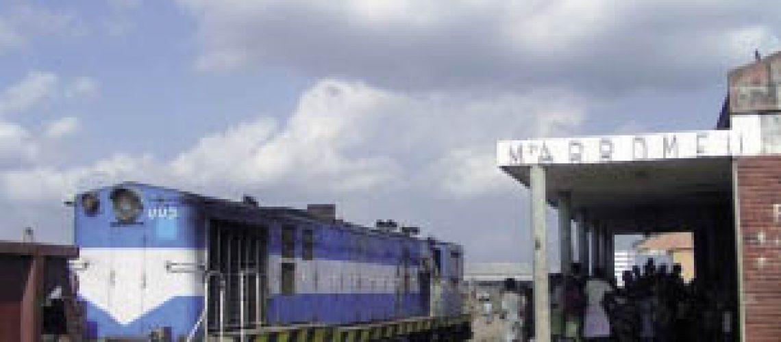 Comboio melhora a vida dos habitantes de Dondo