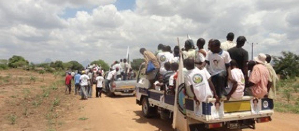 Diário da campanha eleitoral: porta a porta continou no 9º dia pelas areia poeirentas de Cuamba