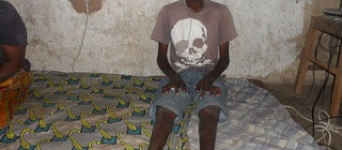 Pai abandona família por rejeitar um filho deficiente
