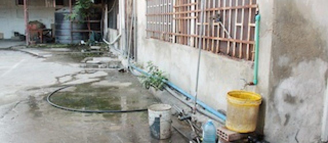 Estabelecimentos comerciais abastecem-se ilegalmente de água através de residências vizinhas com escalão doméstico