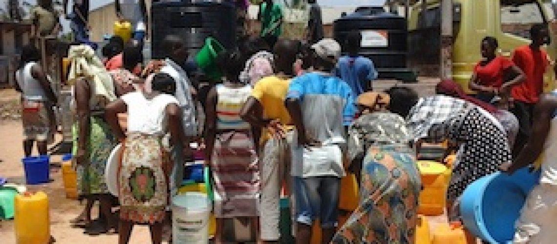 Governo de Mocuba distribui água nos bairros devido à crise