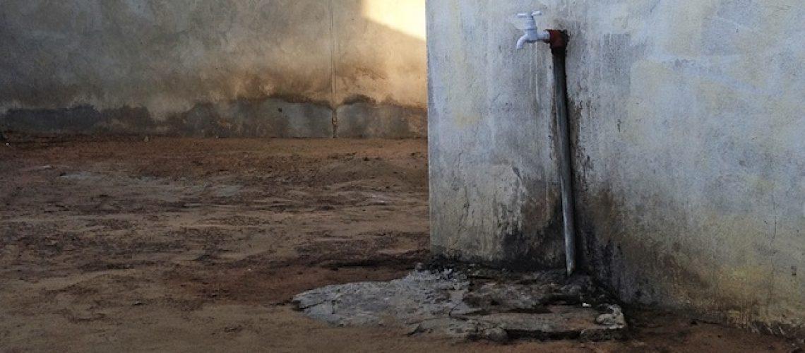 Governo de Filipe Nyusi torna o acesso a água potável canalizada 115% mais caro