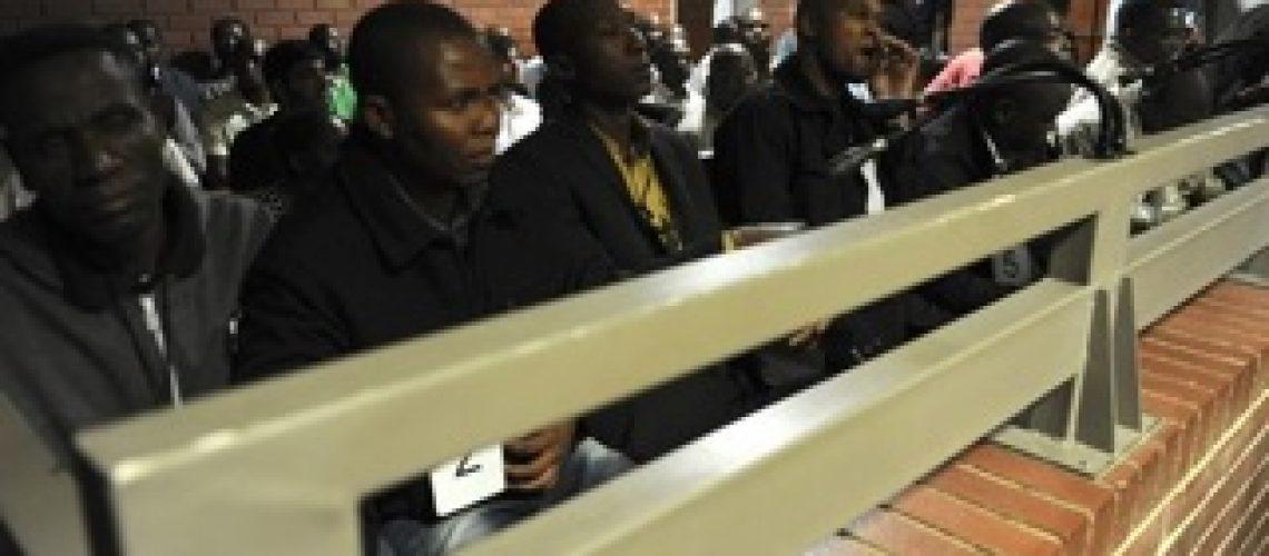 Acusados pelo assassinato de Mido Macia aguardam julgamento em liberdade na África do Sul