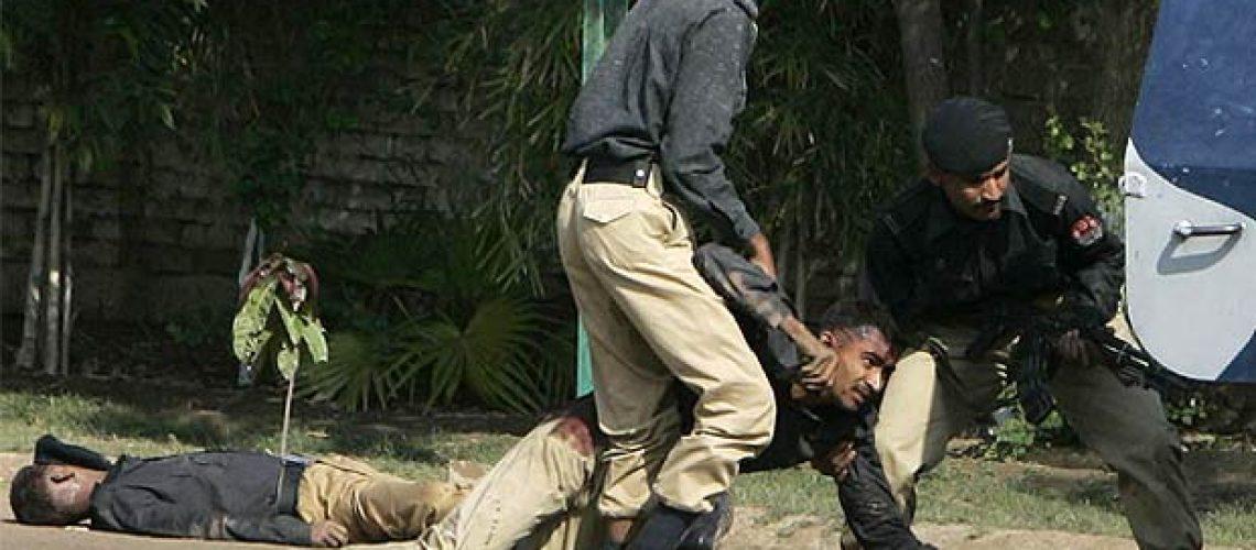 Paquistão controla academia de polícia após ataque que deixou 12 mortos