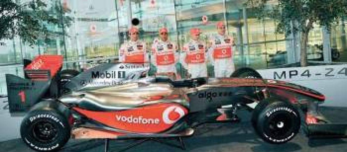 Hamilton mostra ambição na apresentação da nova McLaren-Mercedes