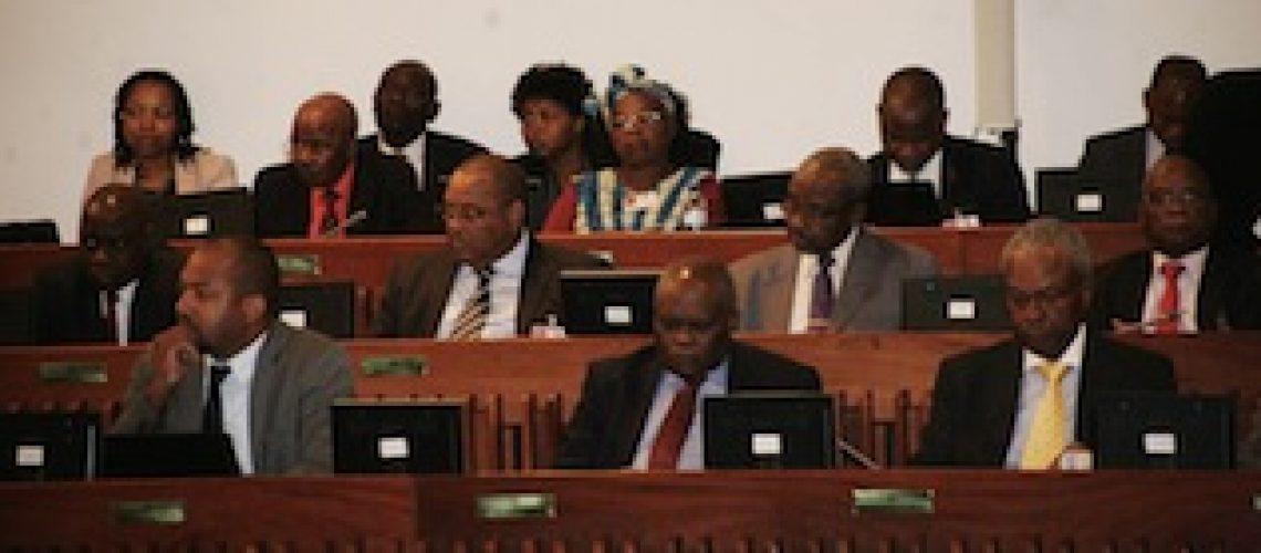 A pedido de Filipe Nyusi a Frelimo vai legalizar as dívidas ilegais da Proindicus e MAM