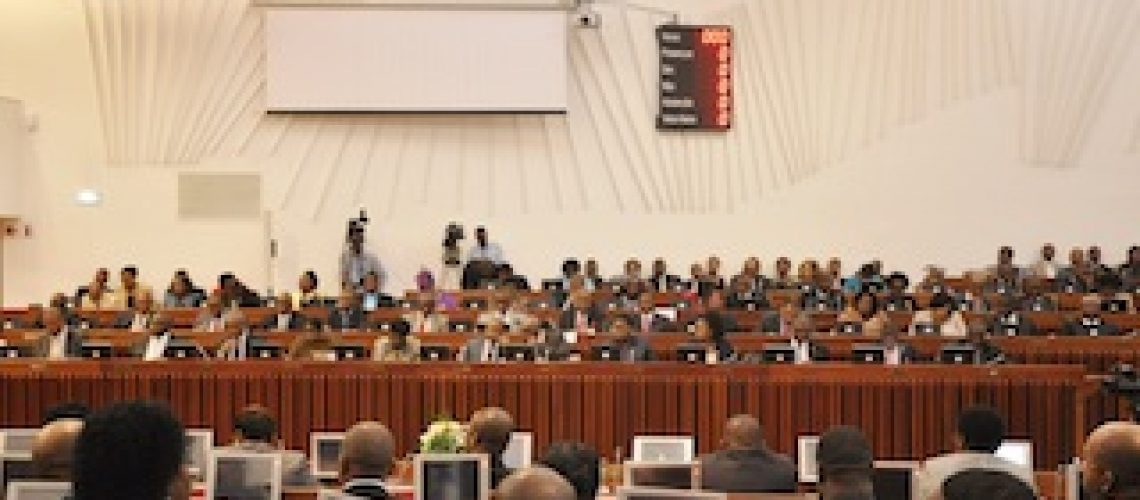 Mozambican ruling party approves 2016 Budget as opposition abstains
