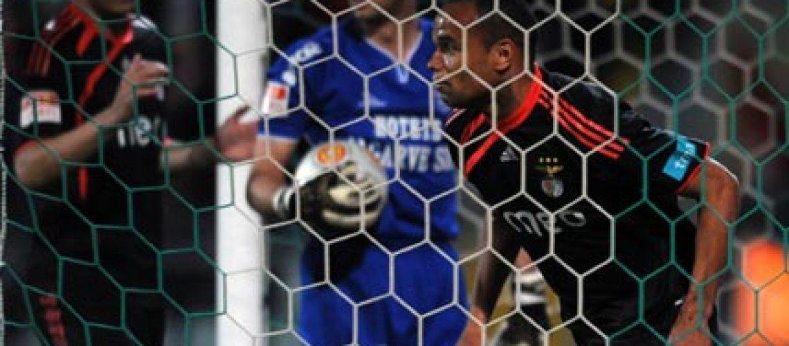 Águia dá mais um passo rumo ao título Português