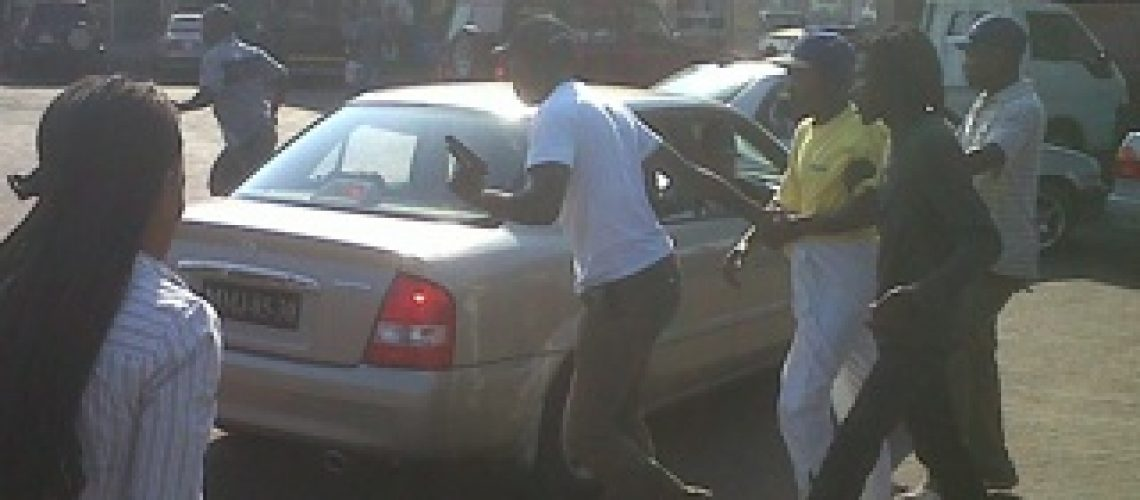 Indivíduos detidos após agredirem um camionista