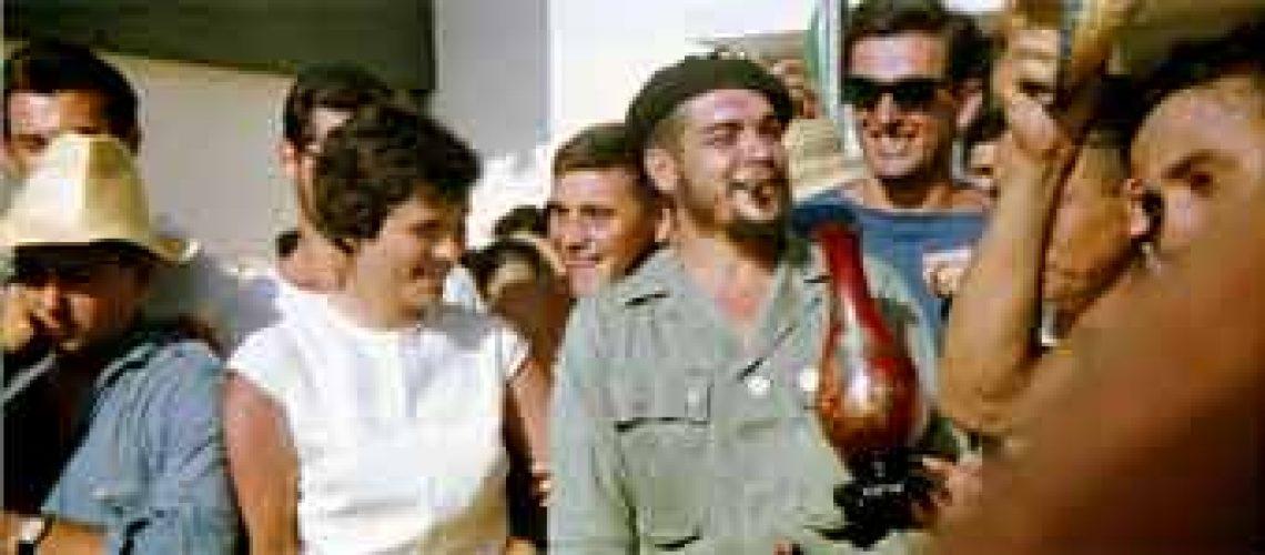 Jornal espanhol publica fotos inéditas e em cores de Che Guevara em vida