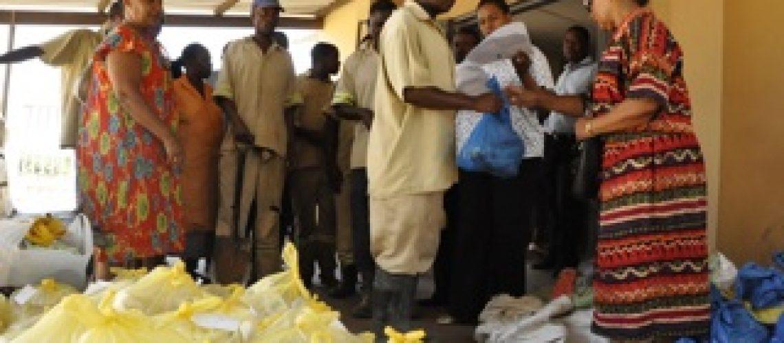 Coveiros de Lhanguene recebem cabazes para quadra festiva