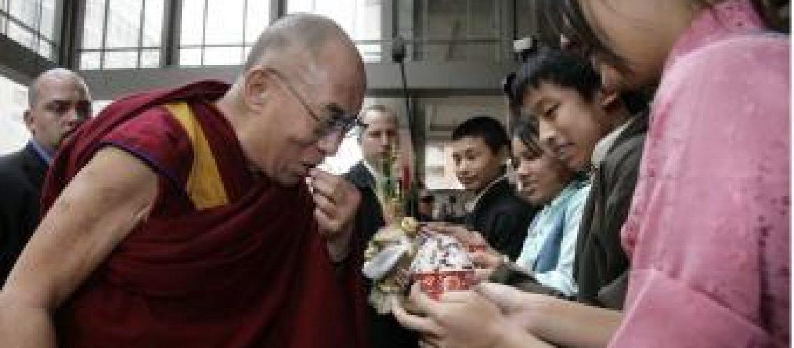 Dalai Lama chega aos EUA para reunião com Obama