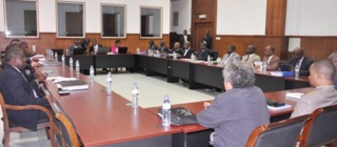 Diálogo Político: Governo pede tempo para pensar sobre os termos de referência e adia acordo final