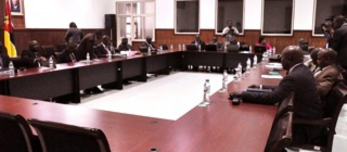 Diálogo Político: novo impasse condiciona o cessar-fogo em Moçambique