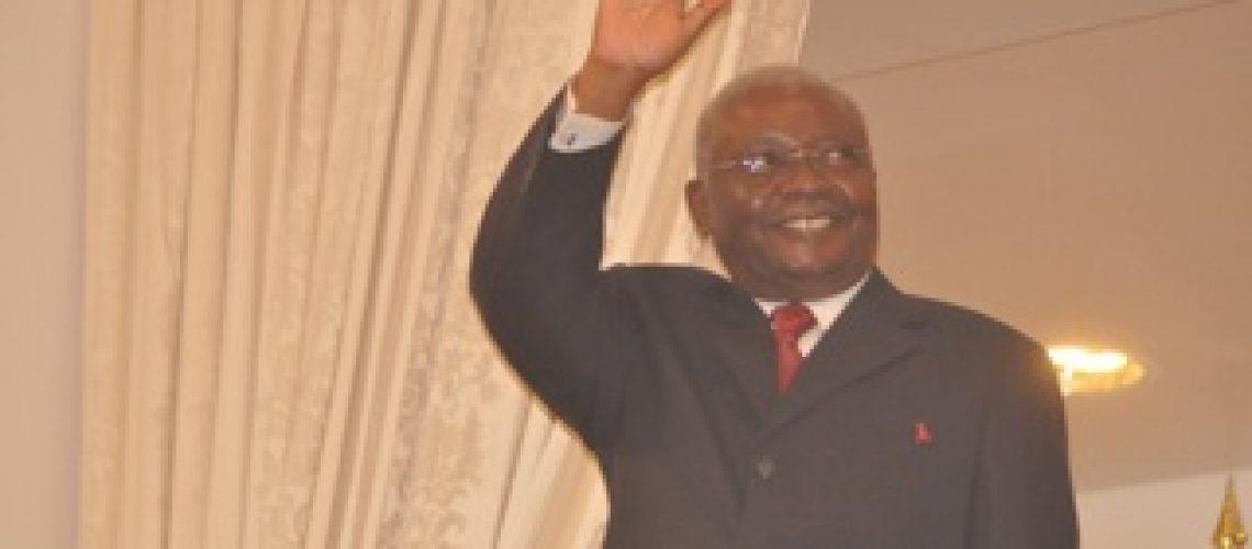 Armando Guebuza desresponsabilizou-se das Garantias dadas pelo seu Governo