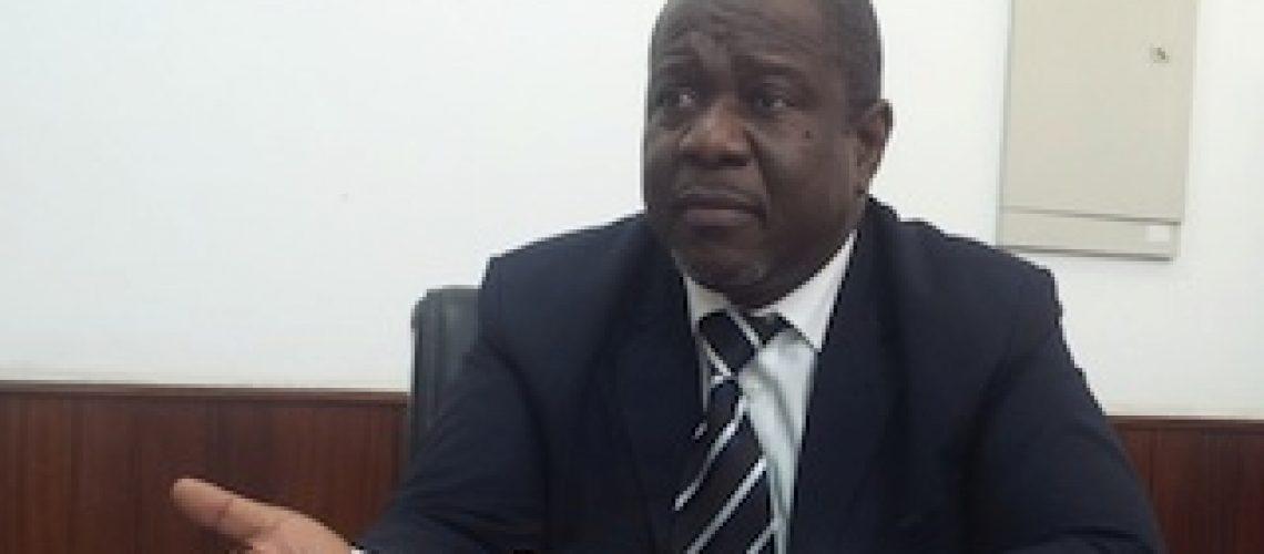 Moçambique está a viver numa economia de guerra onde ninguém presta contas