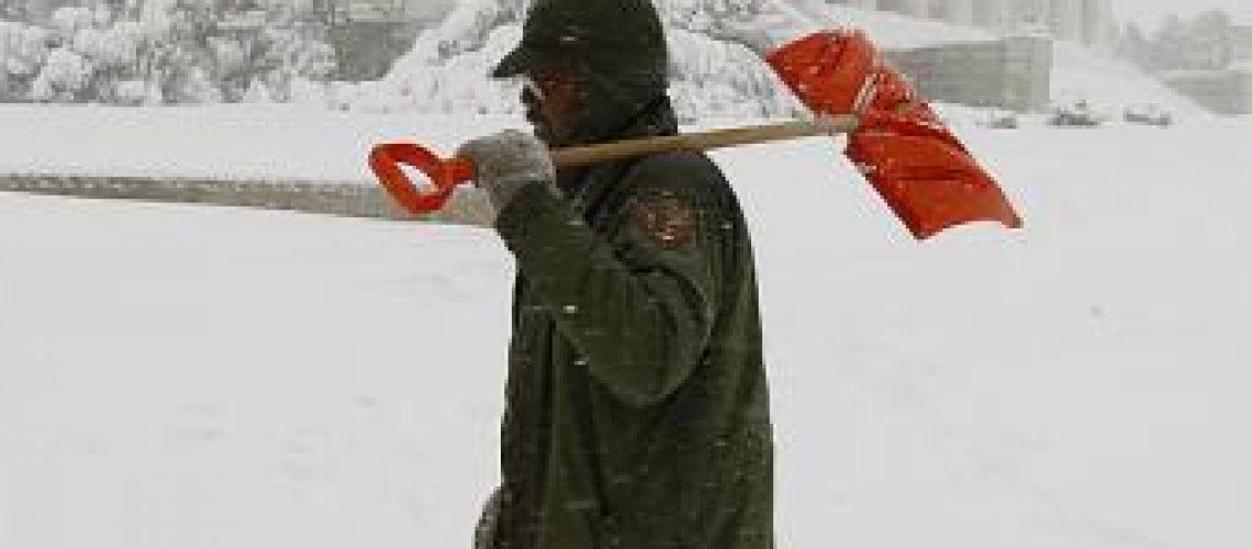 Gigantesca tempestade de neve atinge a capital dos EUA e estados vizinhos