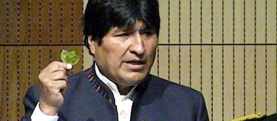 Evo Morales masca folhas de coca na ONU para defender sua legalização
