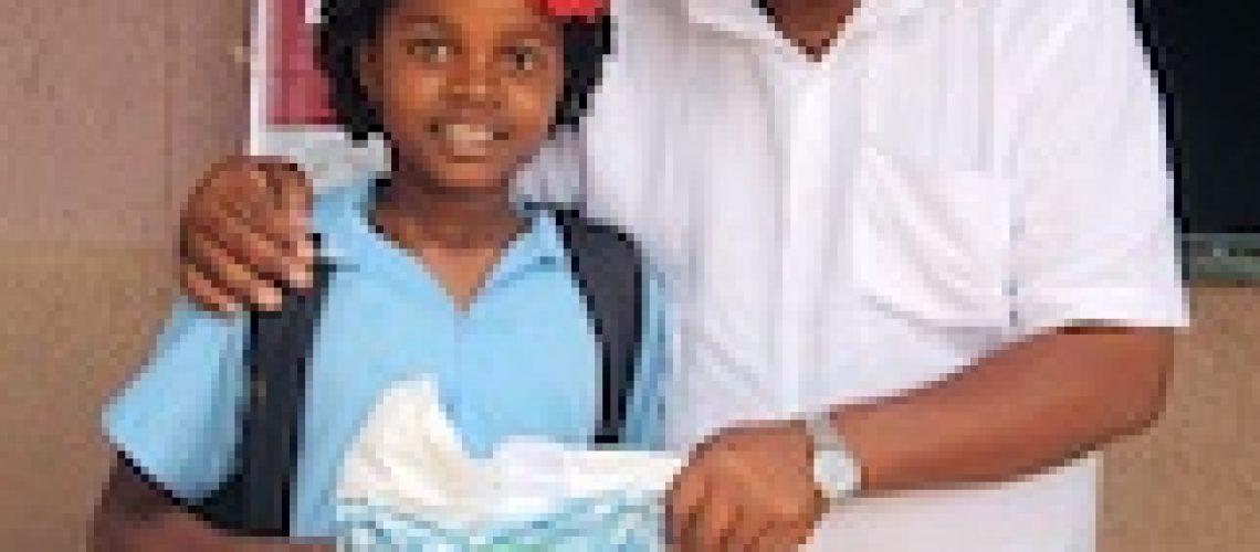 FUNDE alivia sofrimento de alunos carenciados da EPC 25 de Junho em Maputo