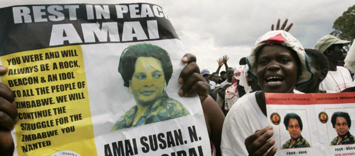 Esposa do primeiro-ministro do Zimbábwe é enterrada em sua aldeia natal