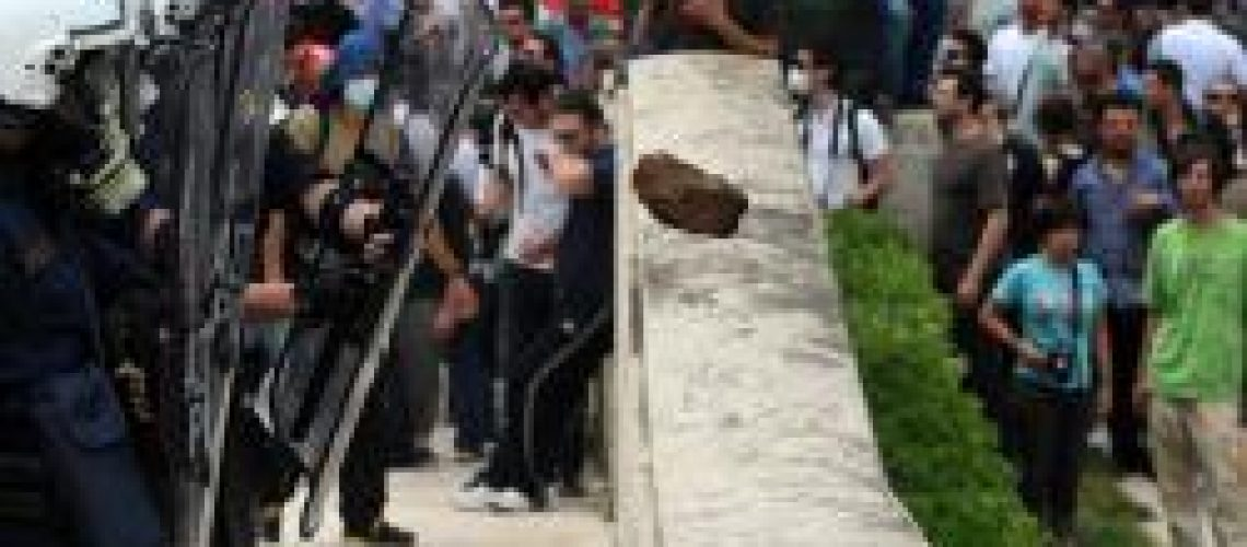 Grécia: a greve geral degenera