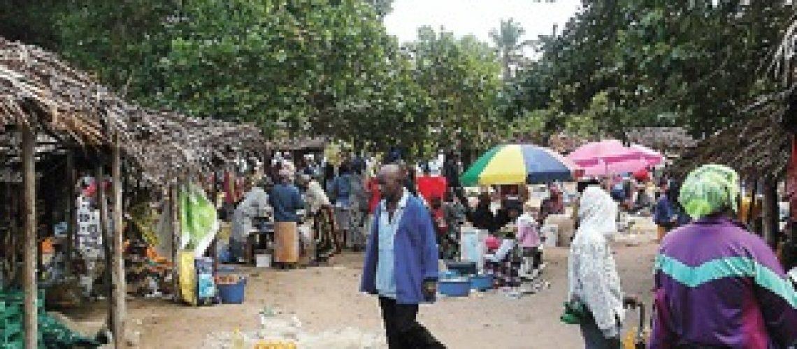 As feiras de Guiúa são mais do que comprar e vender