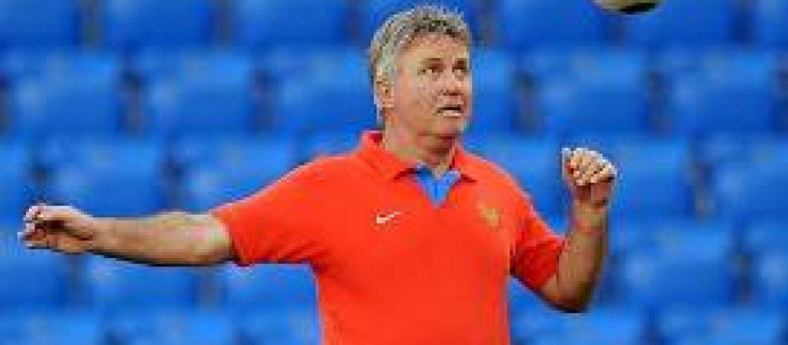 Holandês Hiddink confirmado como técnico do Chelsea