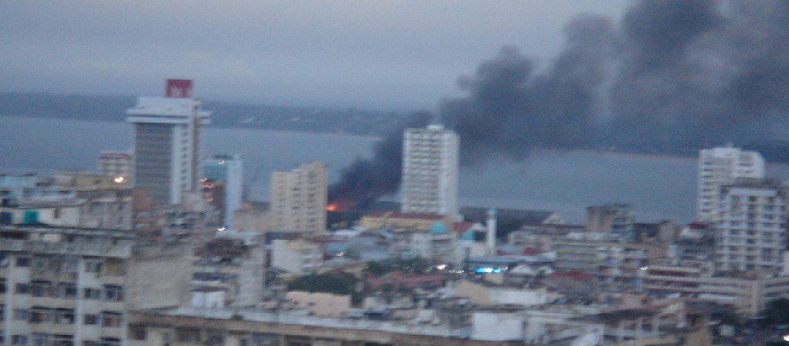 Incêncio de num armazem do Porto de Pesca de Maputo