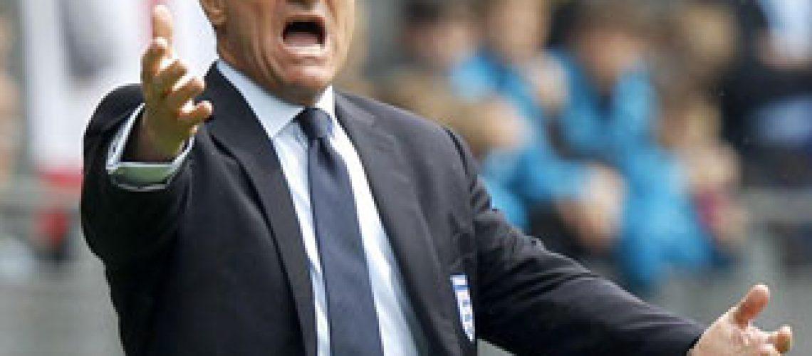 Capello corta Walcott do Mundial