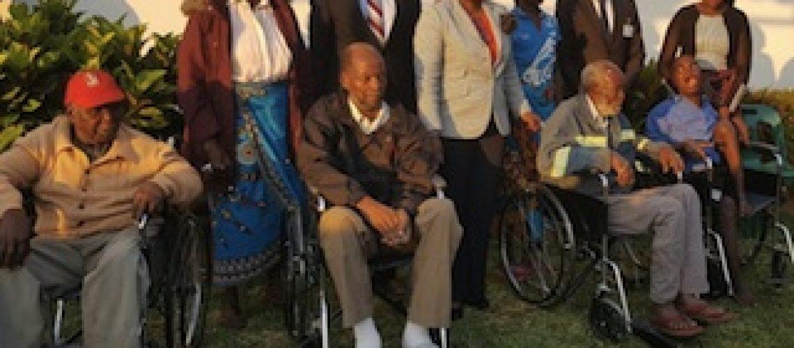 Em Gaza: Pensionistas da Segurança Social recebem cadeiras de rodas