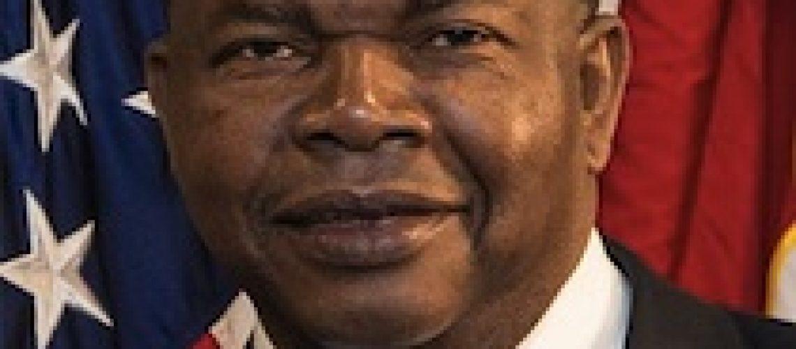 Presidente angolano faz amizade com o lobista Elliott Broidy ao visitar sua residência nos EUA