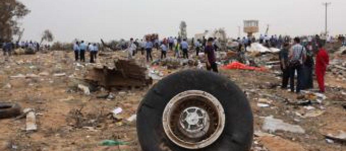Tragédia aérea na Líbia tem um sobrevivente de 8 anos e mais de 100 mortos