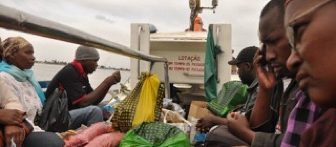 Embarcações excedem a lotação na travessia Katembe - Maputo