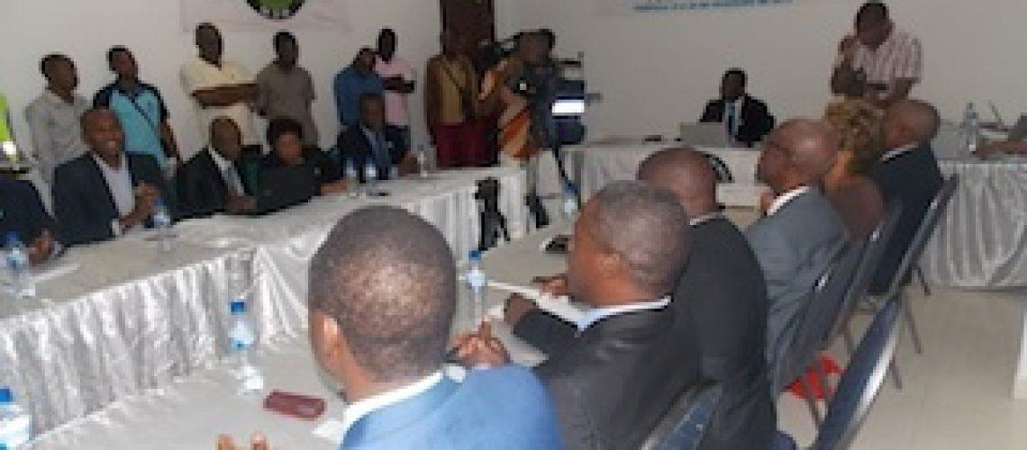 """Mahamudo Amurane """"gazeta"""" Comissão Política do seu partido em Nampula"""