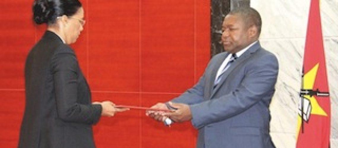 """Presidente Nyusi afirma que nenhum moçambicano é """"suficientemente competente"""" para ser ministro dos Recursos Minerais e Energia"""