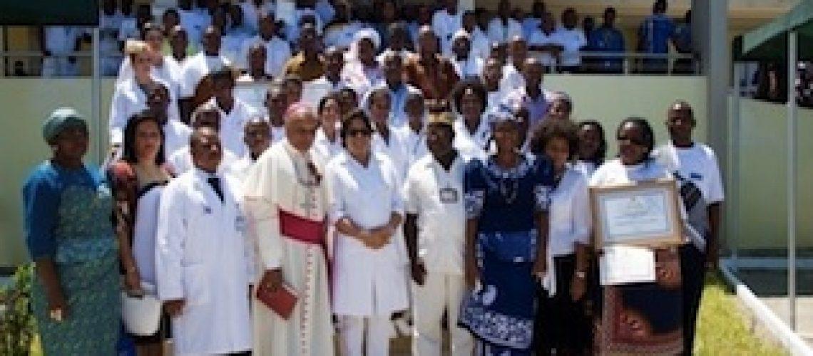 """Ministra da Saúde apela """"toda a cultura e todos os nossos hábitos não nocivos devem ser respeitados"""" nos hospitais de Moçambique"""