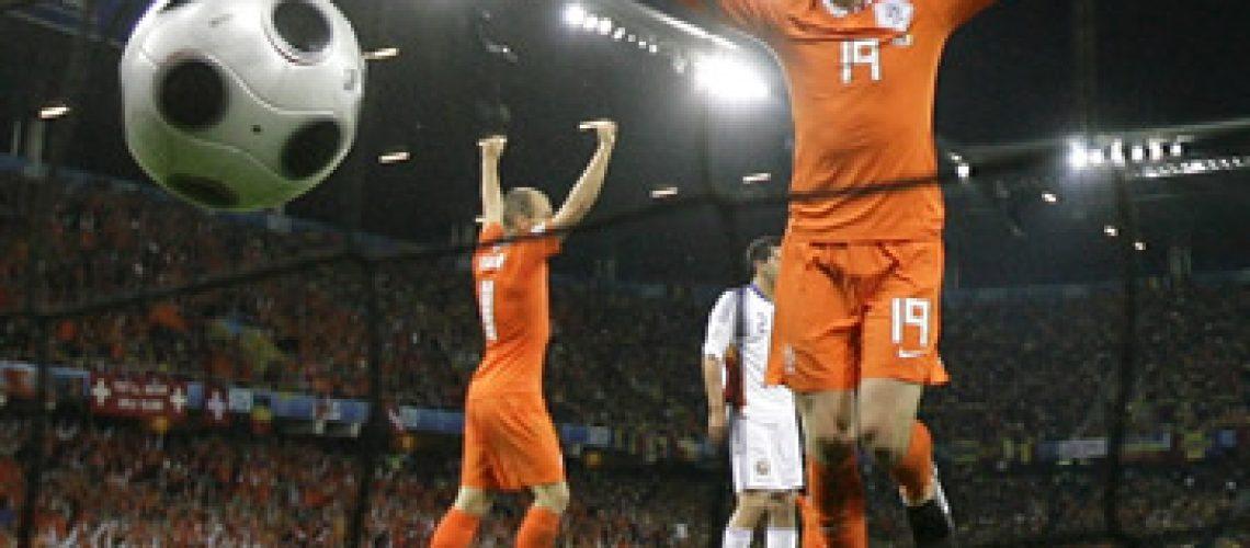 Holanda treina e recebe com entusiasmo boas notícias sobre Robben