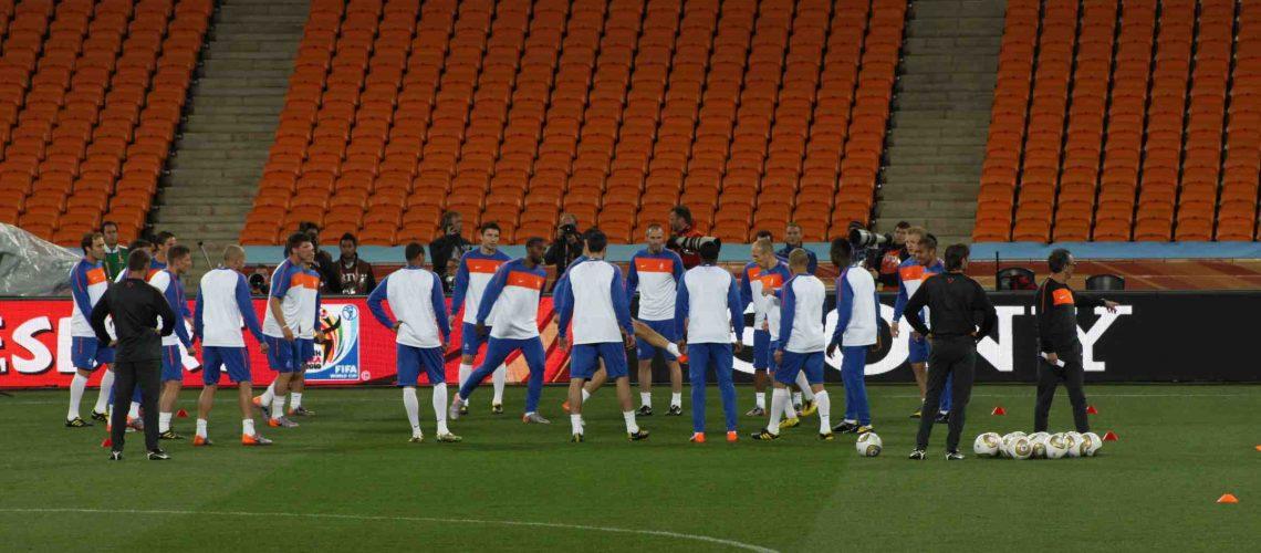 Holanda treina descontraída e prioriza finalização