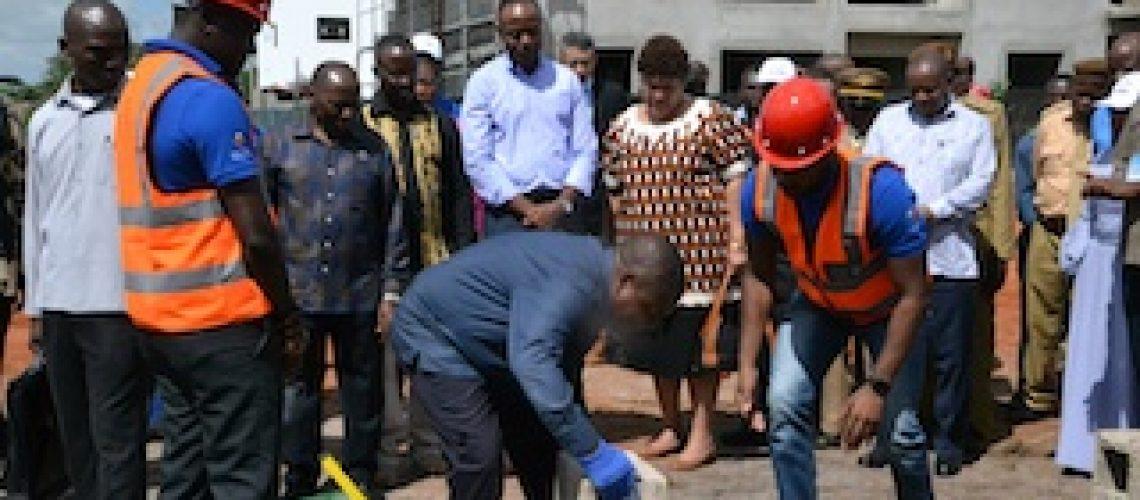 Nyusi interrompe Luto para acção de campanha eleitoral