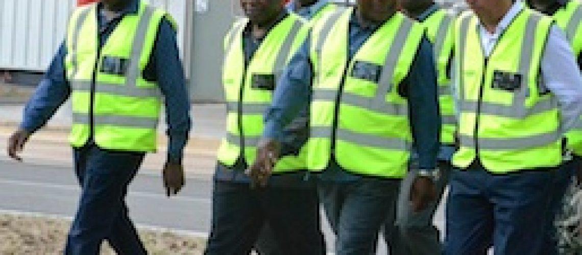 Nyusi aposta na política da cerveja e futebol para novo mandato