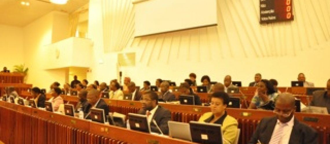 Frelimo vota a favor da promiscuidade no sector extractivo