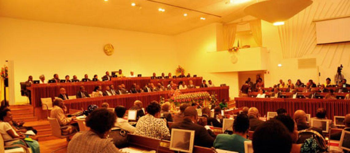 Chumbada revisão pontual da Constituição e Ivone Soares diz que Frelimo empurra Renamo para guerra