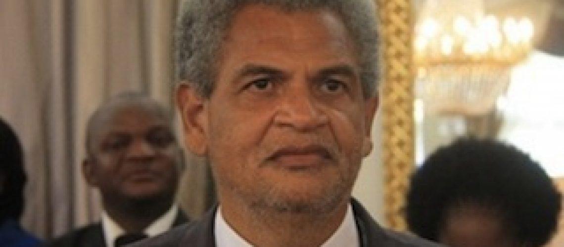 """Ministro Pedro Couto """"despromovido"""" para HCB por atrapalhar negócios do gás em Moçambique"""