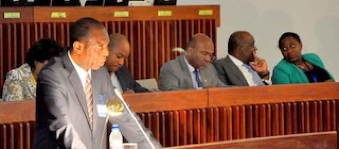 Frelimo vinca sua vontade no Parlamento e aprova Orçamento do Estado para 2016