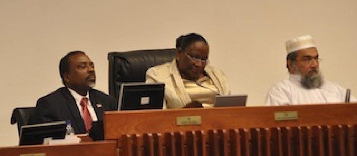 Em tempo de crise em Moçambique deputados