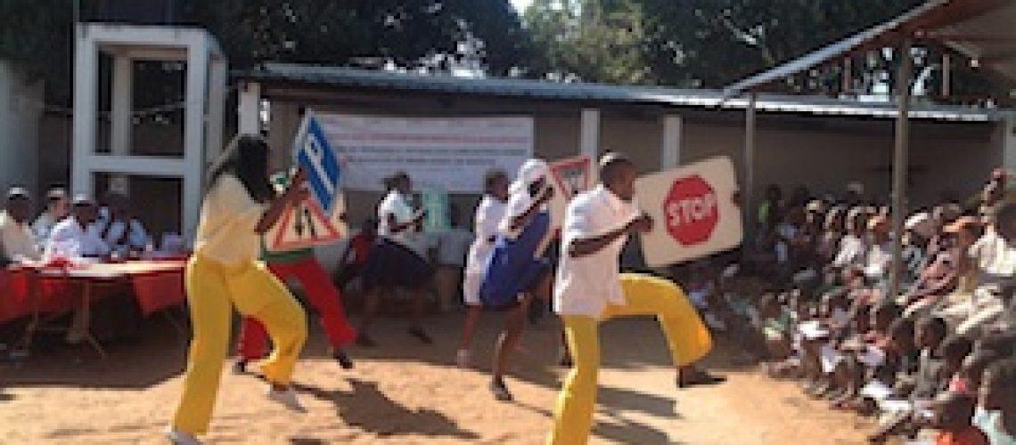 Residentes da Polana Caniço em Maputo reflectem sobre acidentes de viação e mais de 700 pessoas já morreram este ano no país