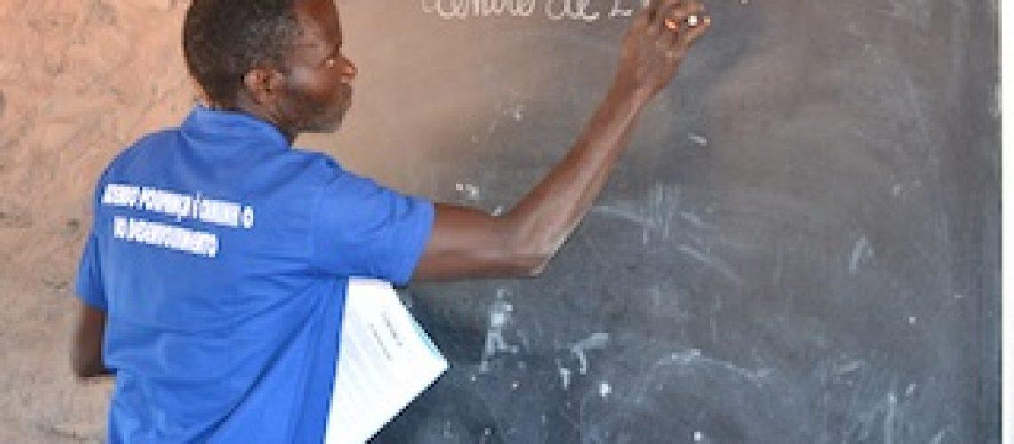 Ministério da Educação deve mais 199 milhões meticais em horas extras e outros 188 milhões em salários aos professores