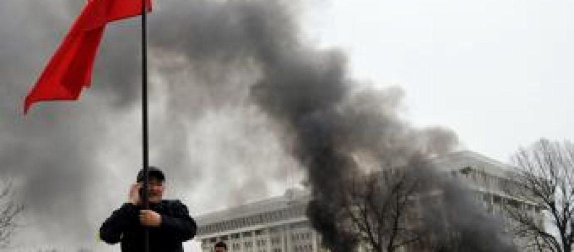 Dia de luto no Quirguistão depois das violências na capital